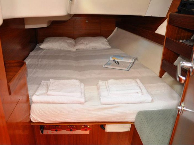 Double cabin with large closets and a very comfortable bed.